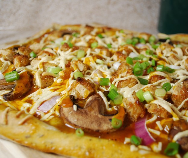 Fellowship of the Vegetable Vegan BBQ Chicken Pizza Featured